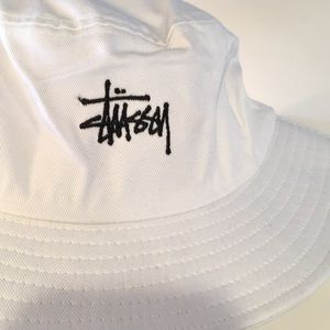 d25e9778ae0 Stussy Accessories - STUSSY Signature Bucket Hat White